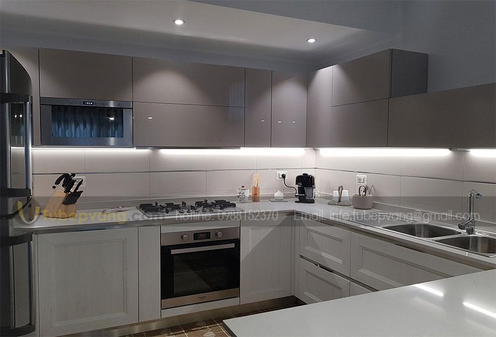 tủ bếp chung cư hiện đại acrylic
